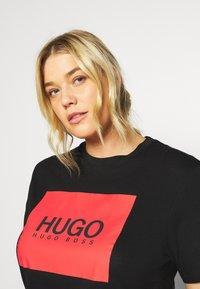 HUGO - DOLIVE - T-shirt imprimé - black - 3