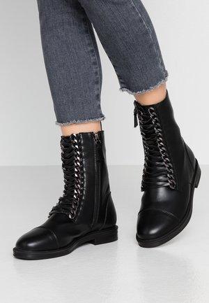 WIDE FIT OVERA - Botines con cordones - black