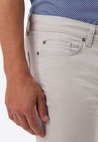 BRAX - STYLE CADIZ - Slim fit jeans - sand - 3