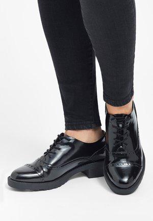 BLACK BROGUE LACE-UP SHOES - Zapatos de vestir - black