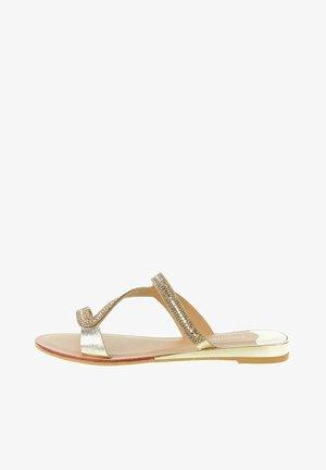 SAPPADA - Sandály s odděleným palcem - platinum