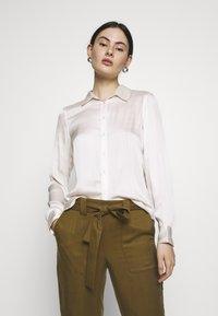 Banana Republic - DILLON SOFT - Button-down blouse - snow day - 0