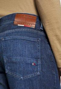 Tommy Hilfiger - CORE DENTON - Straight leg jeans - denver indigo - 5