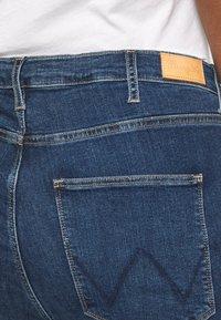 Wrangler Plus - PLUS - Straight leg jeans - dark blue - 4