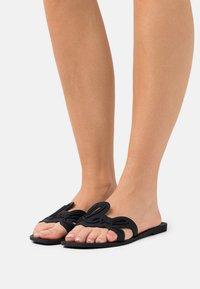KARL LAGERFELD - SIGNATURE SLIDE - Pantofle - black - 0