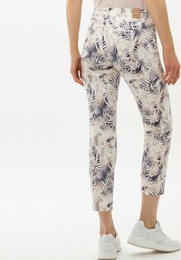 BRAX - STYLE SHAKIRA S - Jeans Skinny Fit - clean cherry blossom - 2
