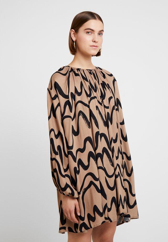 DRESS IDA - Robe d'été - camel brown