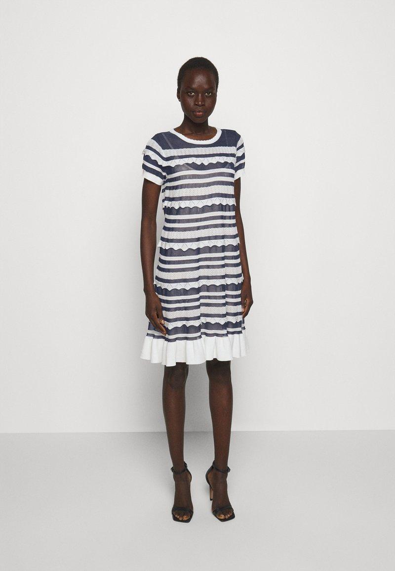 TWINSET - ABITO TRASPARENZE E BALZE - Jumper dress - neve/nero