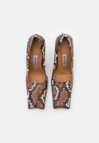 MIISTA - ORANA - Classic heels - white/brown - 4