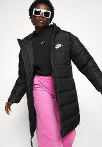 Nike Sportswear - MOCK TOP - Topper langermet - black/white - 5