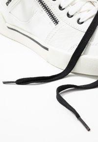 Diesel - S-DVELOWS MID - Höga sneakers - star white - 5
