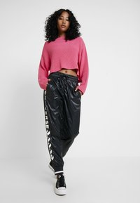 Converse - VOLTAGE JOGGERS - Trousers - black - 2