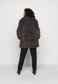 Dorothy Perkins Curve - LONG LINE COAT - Vinterfrakker - grey - 2