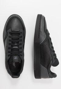 adidas Originals - SUPERCOURT - Tenisky - core black/dough solid grey - 1
