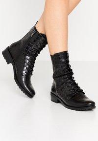 Caprice - BOOTS - Šněrovací kotníkové boty - black - 0