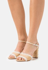 kate spade new york - OLIVIA - Sandály - natural/parch - 0