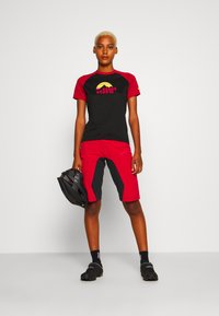 Zimtstern - TAILA EVO SHORT ´ - Short de sport - jester red/pirate black - 1