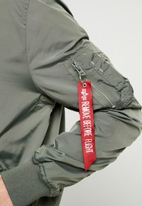 Alpha Industries - HOOD CUSTOM - Bomberjacks - vintage green - 9