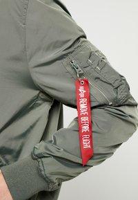 Alpha Industries - HOOD CUSTOM - Giubbotto Bomber - vintage green - 9