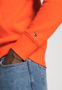 Tommy Hilfiger - LOGO HOODY - Sweat à capuche - orange - 4