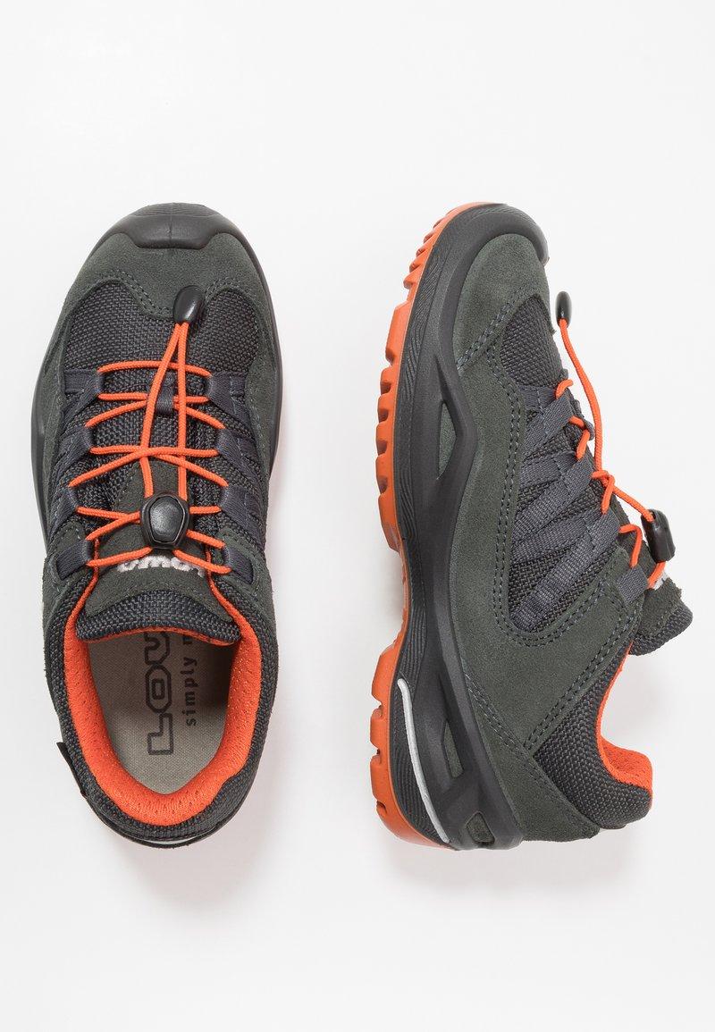 Lowa - ROBIN GTX LO - Hiking shoes - graphit/orange