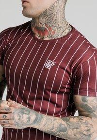 SIKSILK - PINSTRIPE TEE - T-shirt print - burgundy - 4