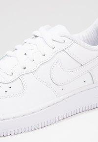 Nike Sportswear - Sneakersy niskie - white - 5
