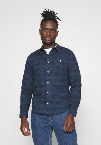 LEESURE SHIRT - Shirt - washed blue