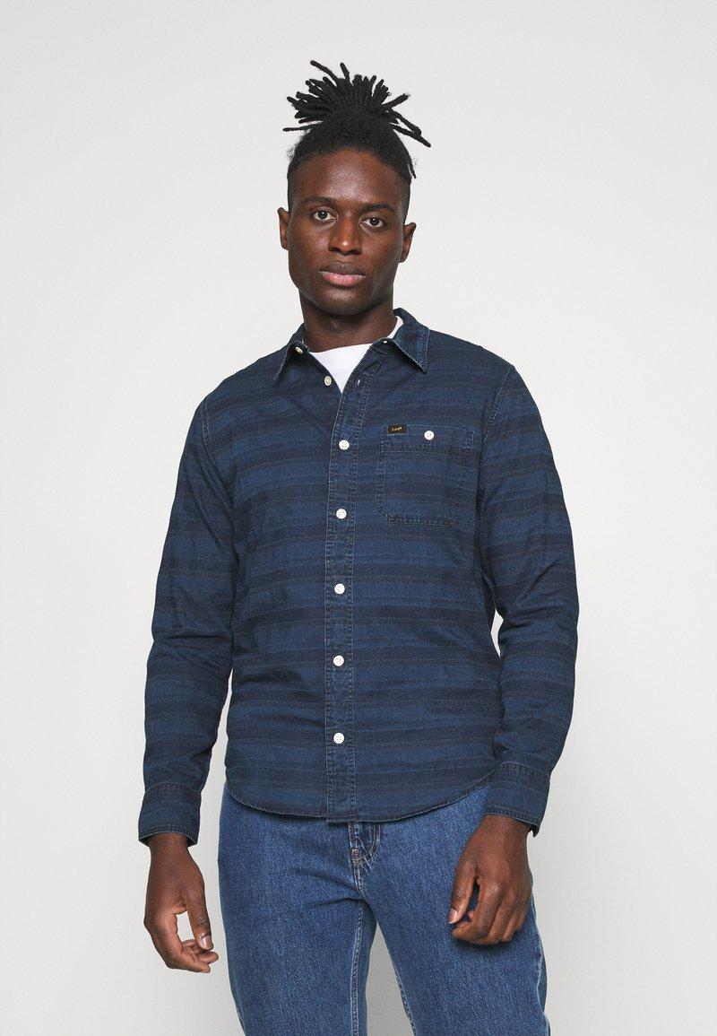 Lee - LEESURE SHIRT - Skjorta - washed blue