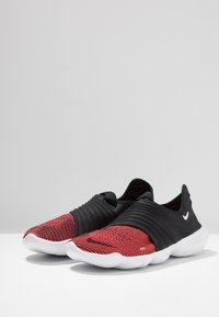 Nike Performance - FREE RN FLYKNIT 3.0 - Minimalist running shoes - black/bright crimson/white - 2