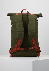 Doughnut - CHRISTOPHER - Rucksack - army with rust straps - 2