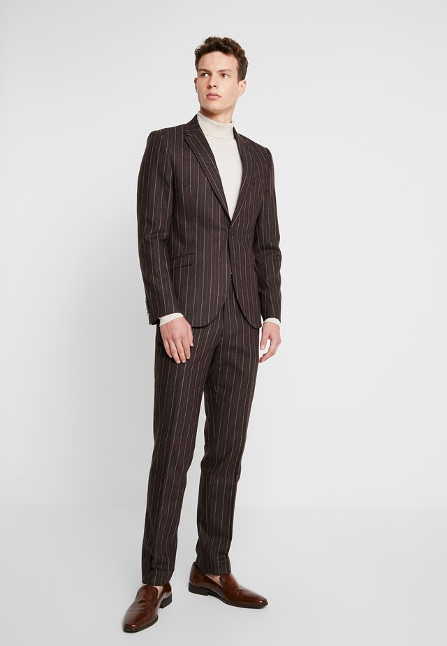 HYTHE SUIT - Completo - brown