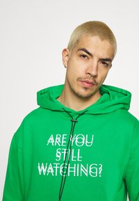 Night Addict - WATCH UNISEX - Hoodie - green - 3
