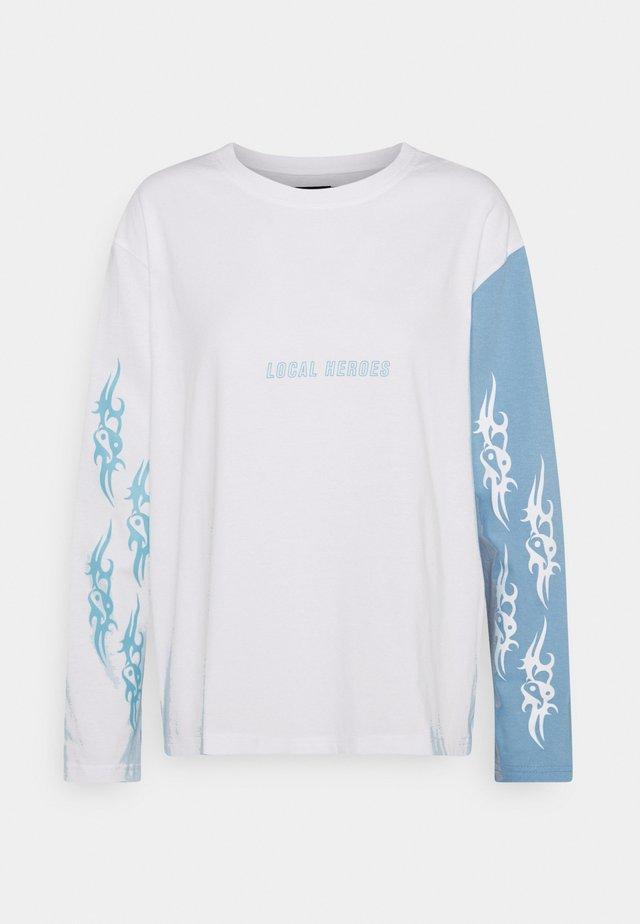TRIBAL LOVE WHITE LONGSLEEVE - Topper langermet - blue/white