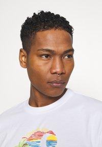 Carhartt WIP - BEACH - Print T-shirt - white - 3