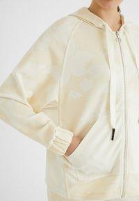 Desigual - PINTUCKS CAMO - Zip-up sweatshirt - white - 3