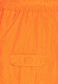 Karl Kani - SIGNATURE CRINCLE PANTS UNISEX - Pantalon cargo - orange - 6