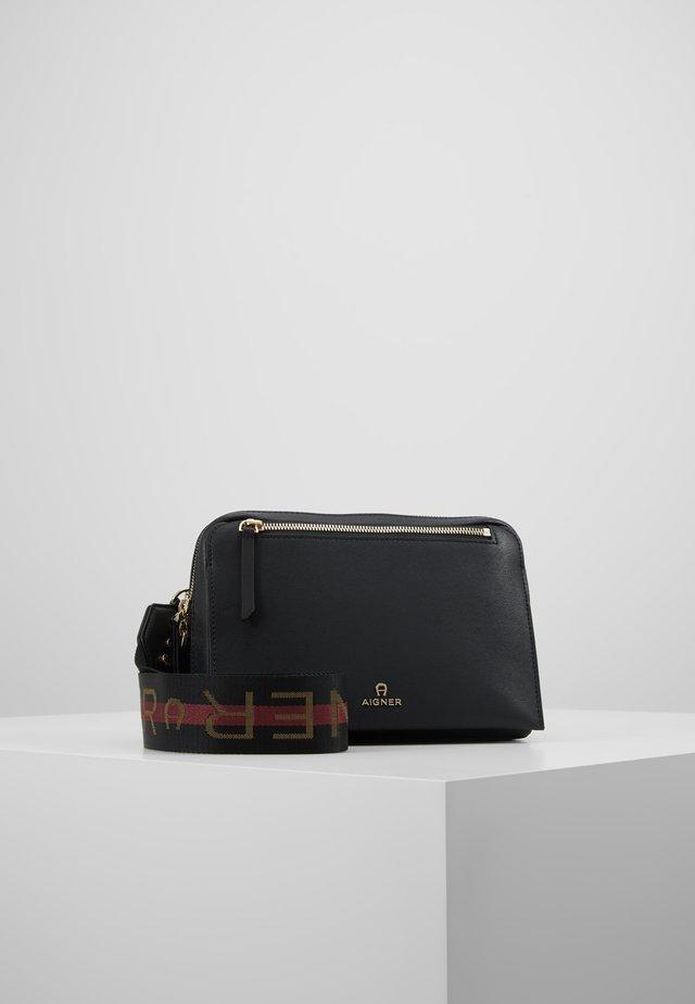 PISA STRAP  - Across body bag - black
