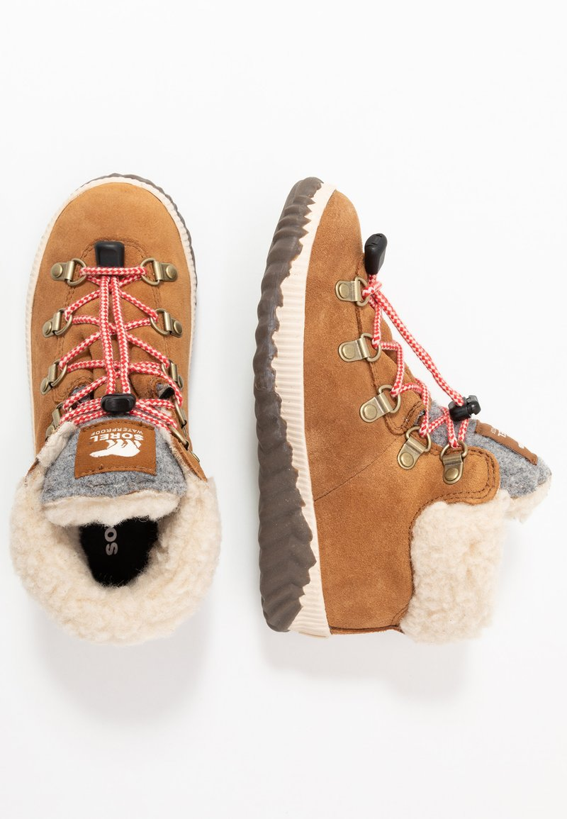 Sorel - YOUTH OUT N ABOUT CONQUEST UNISEX - Lace-up ankle boots - camel brown/quarry