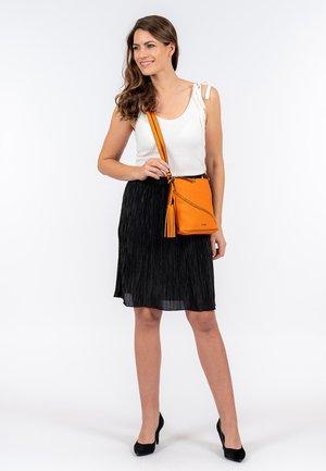 TILLY - Across body bag - orange