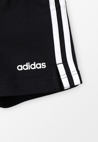 adidas Performance - GIRLS ESSENTIALS 3STRIPES SPORT 1/4 SHORTS - Korte broeken - black/white - 4