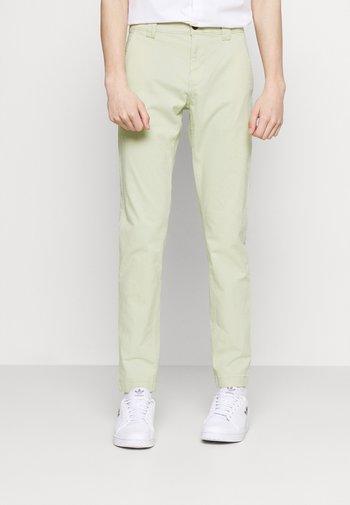SCANTON PANT - Chinot - green
