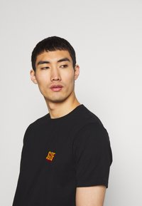 Bricktown - SMALL - Print T-shirt - black - 3