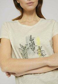 TOM TAILOR DENIM - Print T-shirt - soft creme beige - 3