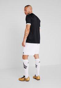 adidas Performance - PARMA PRIMEGREEN FOOTBALL 1/4 SHORTS - Sportovní kraťasy - white/black - 2