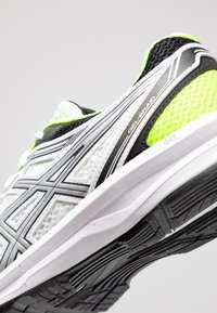 ASICS - GEL-BRAID - Neutral running shoes - real white/silver - 5