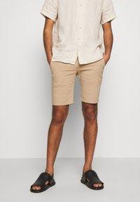 Bruuns Bazaar - DENNIS POUL - Shorts - beige - 0