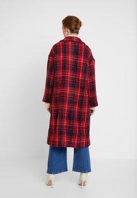 Apart - GLENCHECK COAT - Manteau classique - red/midnightblue/cream - 2
