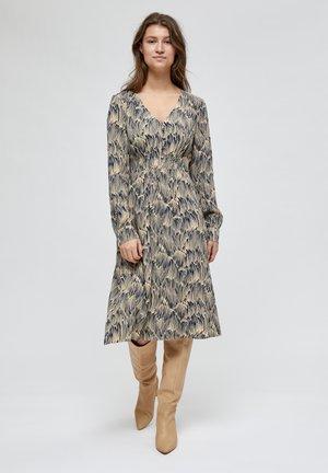 ZENDY - Day dress - straw print