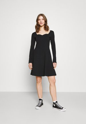 PCANG DRESS - Žerzejové šaty - black